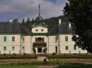 Manětínký zámek - pohled z parku 2
